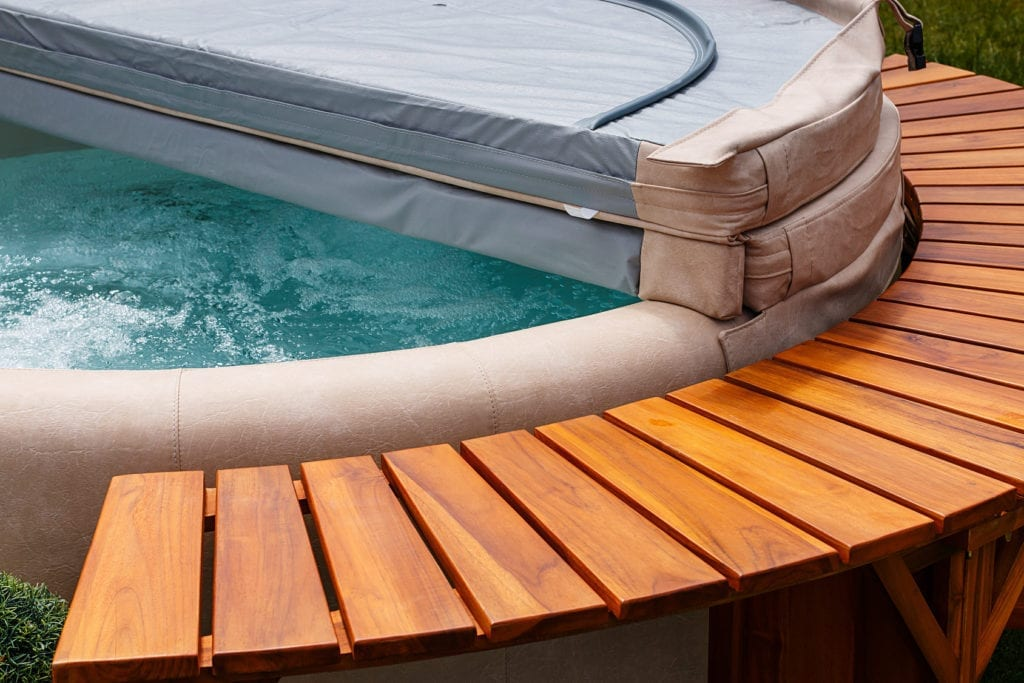 How to fix a leaking hot tub
